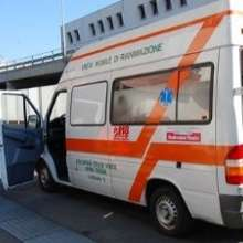 Cade da due metri d'altezza mentre si trova al parco giochi: bambino ricoverato a Firenze