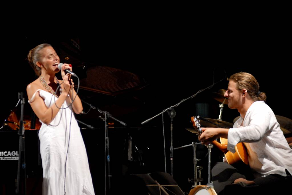 Stilelibero: musica e teatro si fondono in uno spettacolo alla Casa rossa Ximenes