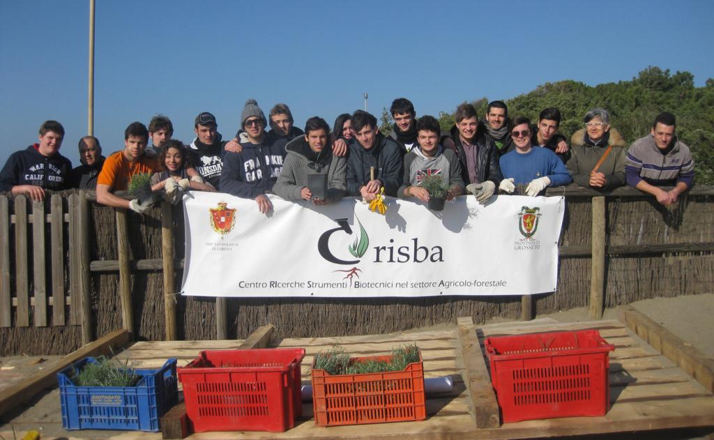Castiglione: gli studenti piantano cento gigli di mare per la salvaguardia delle dune