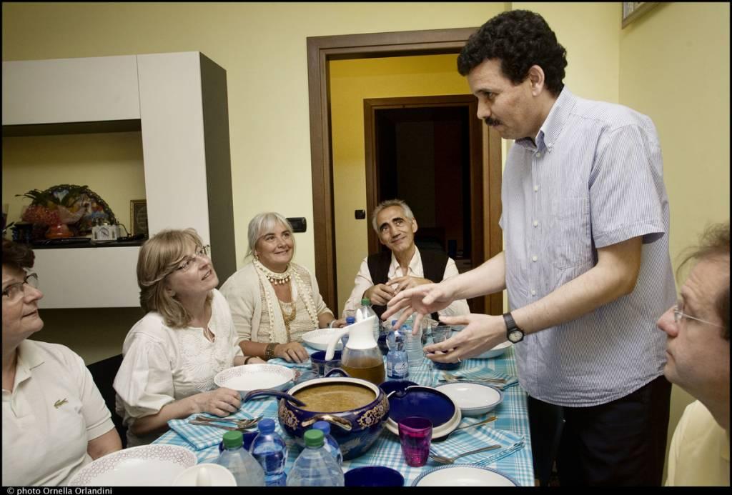"""Photo of """"Indovina chi viene a cena?"""": sabato prossimo è possibile cenare a casa di famiglie straniere emigrate a Grosseto"""