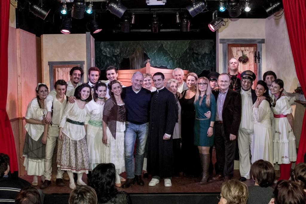 """Grande successo per """"Aggiungi un posto a tavola"""", la commedia messa in scena dallo Studio Enterprise di Grosseto"""