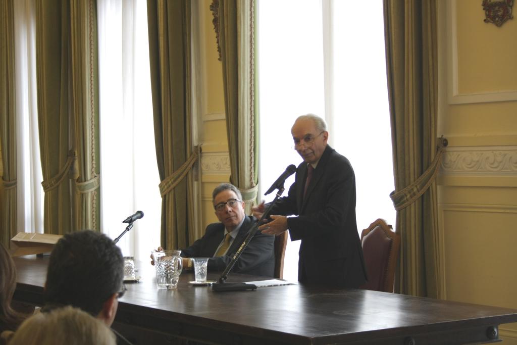Giuliano Amato ha tenuto in Prefettura un seminario sulla crisi economica