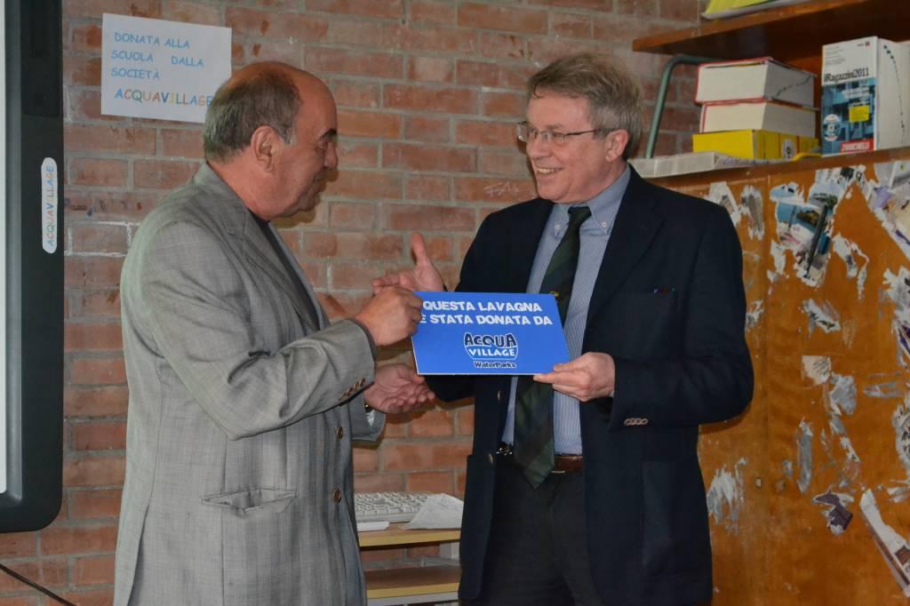 Grosseto: Acqua Village dona una lavagna multimediale all'Istituto comprensivo 6