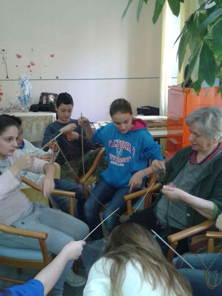 """Ragazzi ed anziani uniscono la loro creatività per contribuire alla ricostruzione di """"Cavallo Natura"""""""