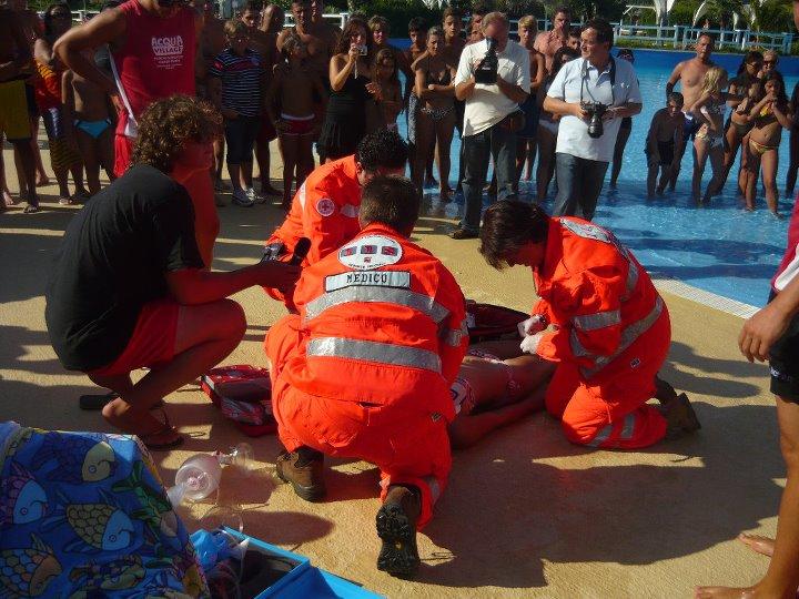 Quattro nuovi veicoli per la Croce Rossa: inaugurazione in piazza a Mare
