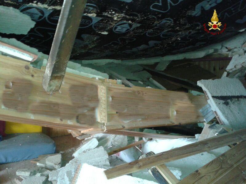 Pitigliano: crolla tetto di una palazzina