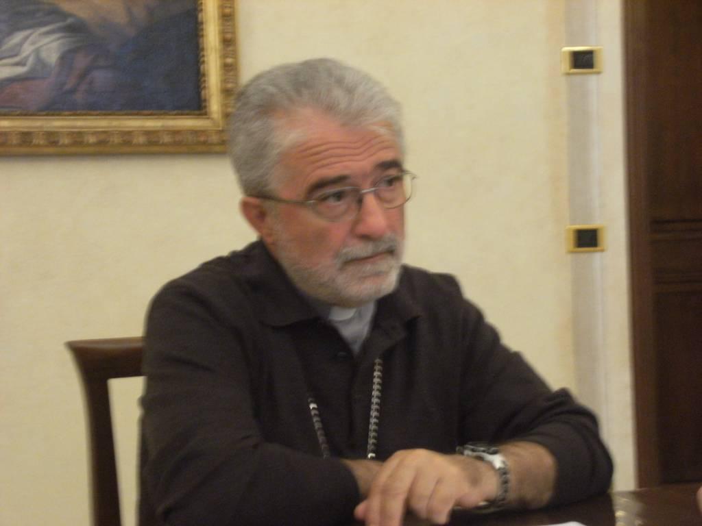 """Photo of Indagini su accoglienza migranti, il Vescovo: """"Sacerdote rimosso da amministratore parrocchiale"""""""