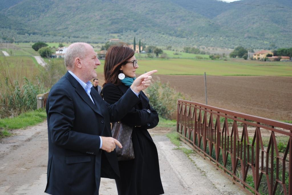 Photo of L'assessore regionale Bramerini e il sindaco di Castiglione della Pescaia visitano le zone colpite dall'ultima alluvione per valutare le somme urgenze