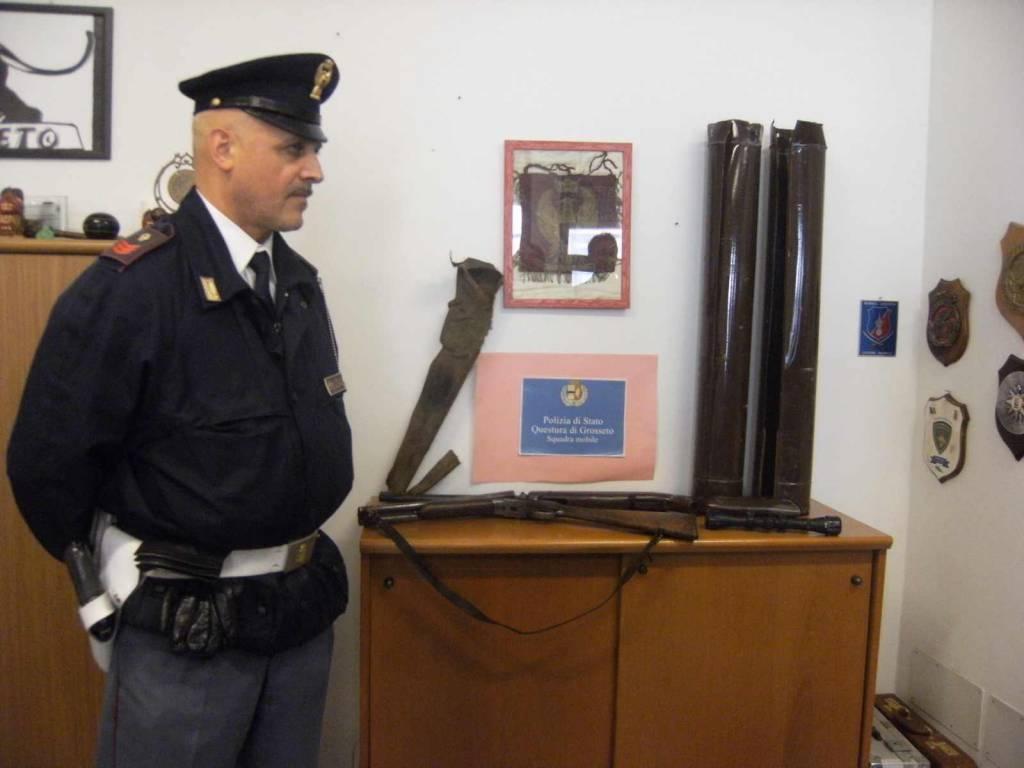 Nascondono una carabina e una doppietta in due tubi da stufa: in manette tre uomini