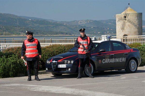 Doveva lasciare il paese dopo una denuncia: sorpreso in centro, portato dai Carabinieri alla stazione