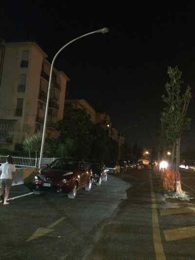 "Via Massetana, i residenti: ""Strada pericolosa e al buio"""
