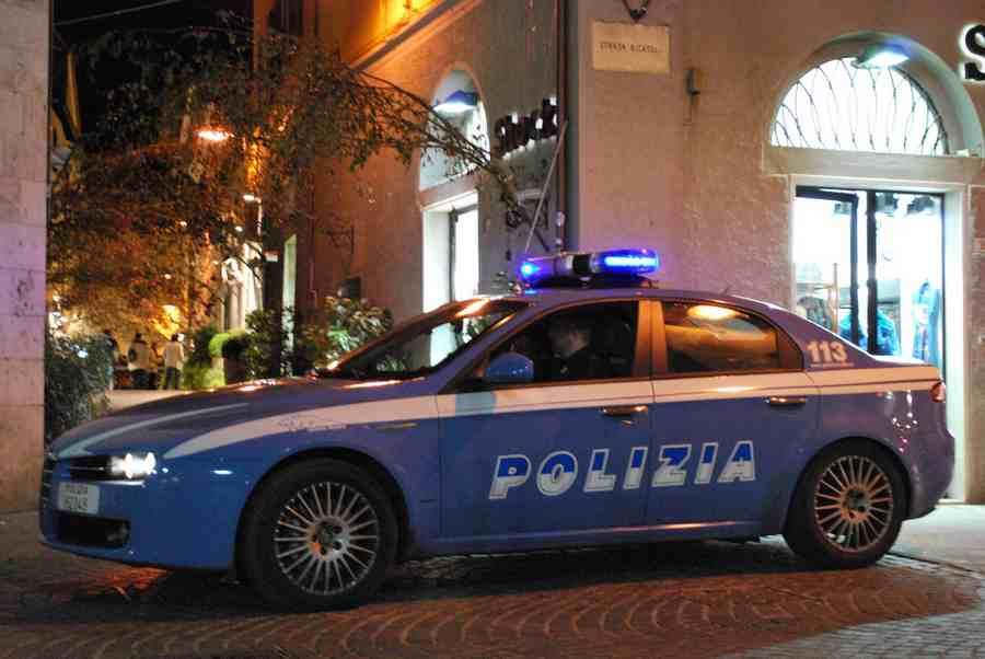 Spara al ladro che tenta di rubargli l'auto: malvivente in ospedale, arrestati i complici