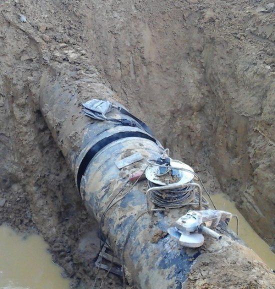 Photo of In corso un intervento di riparazione urgente sulla rete idrica lungo la strada per Punta Ala