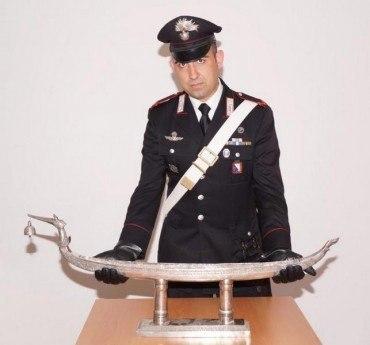 Trovati con soprammobile d'argento di cinque chili di ignota provenienza: denunciati due giovani