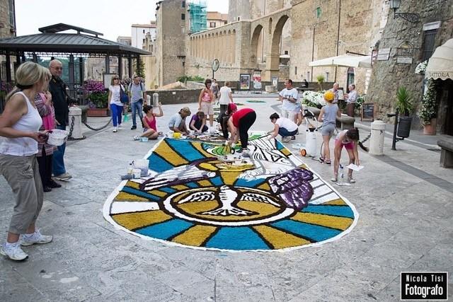 Photo of Corpus Domini e Infiorata a Pitigliano: festa di colori e rito religioso