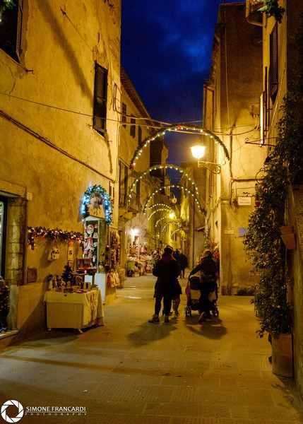 Natale a Pitigliano: dall'8 dicembre luci, pista di pattinaggio, mercatini e non solo
