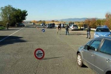 Controlli antidroga della Polizia sull'Aurelia: sequestrati 50 grammi di hashish e un'auto