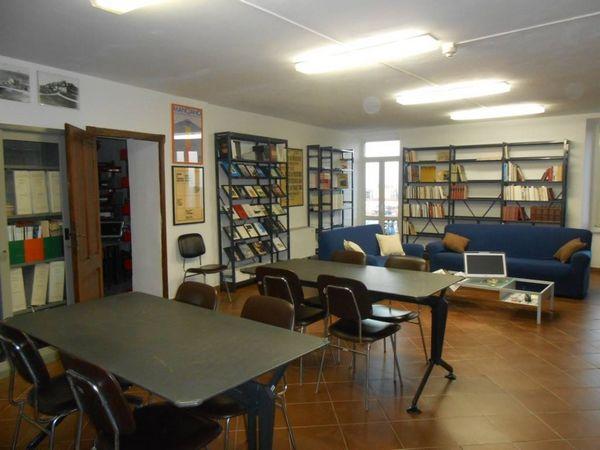"""Photo of Collaborazione tra """"A veglia. Teatro col baratto """" e biblioteca """"Morvidi"""": libri in dono ai diciottenni"""