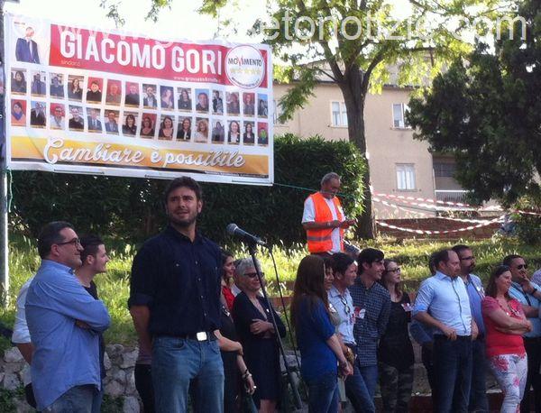 """Verso le amministrative, Alessandro Di Battista a Grosseto: """"Siamo dipendenti al servizio della gente"""""""