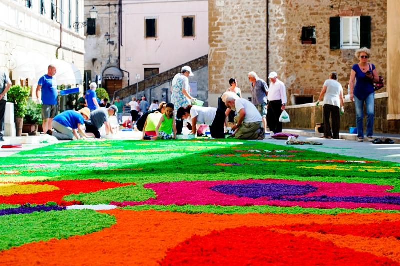 Photo of Festa del Corpus Domini. Torna lo spettacolo dell' infiorata a Pitigliano