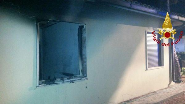 Esplosione all'interno di un'abitazione della Giannella