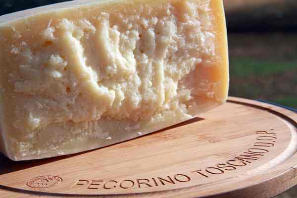 Natale solidale: il Pecorino Toscano Dop dona 500 chili di formaggio alla Caritas