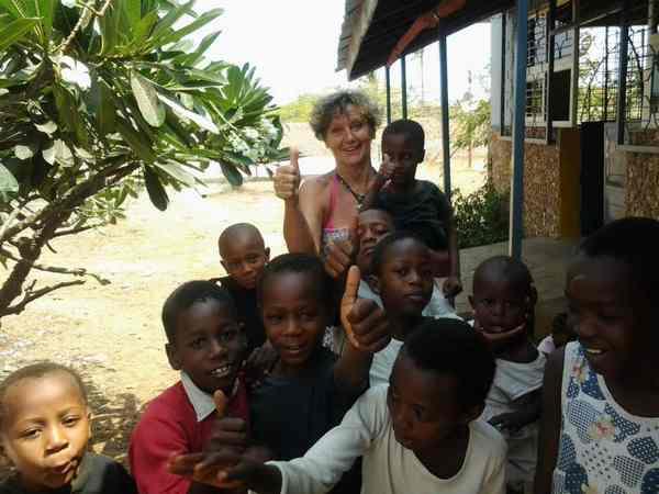 Sassofortino: una cena di beneficenza per l'orfanotrofio in Kenya diretto da Maria Grazia Buonamici