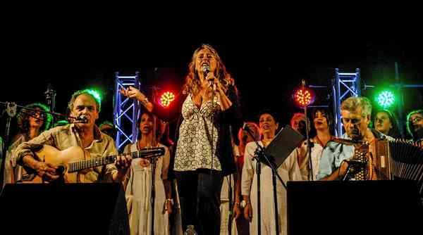 """Photo of """"Vien la primavera"""": ecco la nuova canzone de """"Le donne di Magliano"""""""