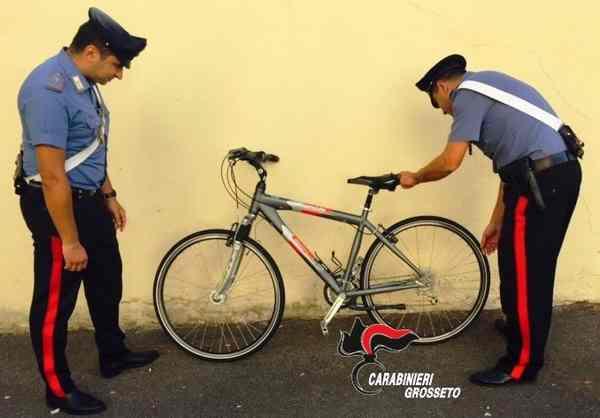 Photo of Taglia catene e lucchetti, poi ruba due biciclette: arrestato