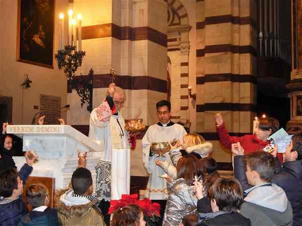 Il vescovo benedice i Bambinelli dei presepi: appuntamento in cattedrale