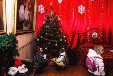 Consulta per il sociale e Consulta giovani al Villaggio di Natale con la mostra di pittura