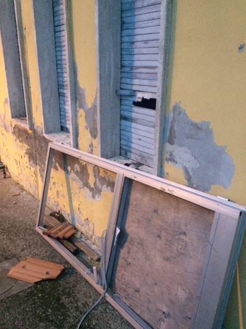 Ex scuole di Pian di Rocca devastate dai vandali due volte in un mese