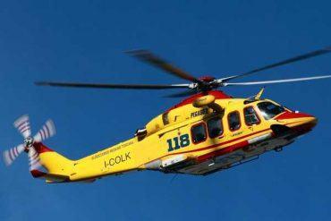 Auto in una scarpata dopo scontro frontale: grave anziano trasportato a Siena
