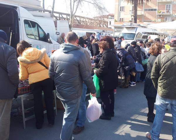 Vigilia di Natale: due mercati straordinari a Gorarella e in piazza Tripoli