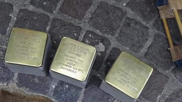 """Giorno del ricordo, CasaPound: """"L'Anpi lucida le pietre d'inciampo per sminuire le vittime delle foibe"""""""
