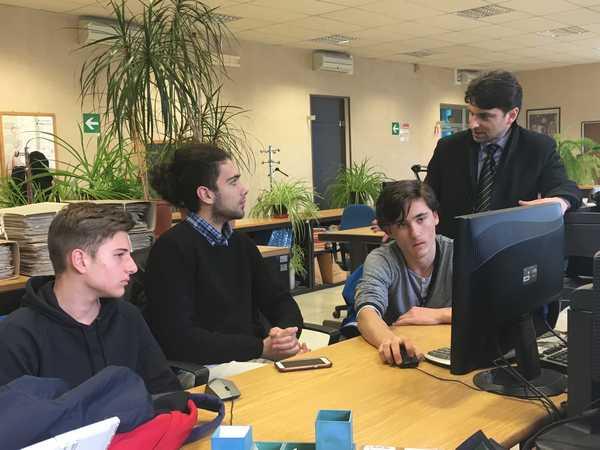 """Gli studenti del """"Fossombroni"""" a lezione dai Servizi informatici del Comune"""