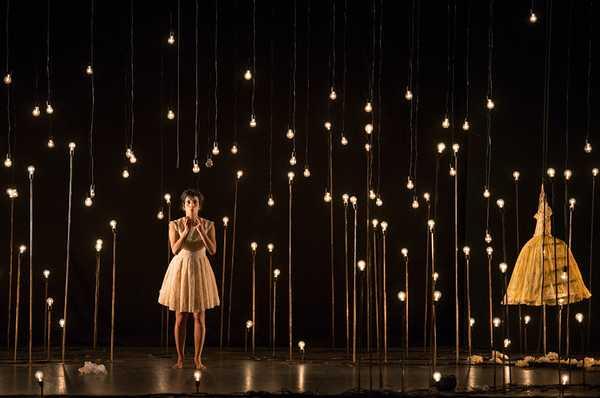 """Photo of """"Bianco su bianco"""": circo, danza e teatro in un unico spettacolo alla Fonderia Leopolda"""