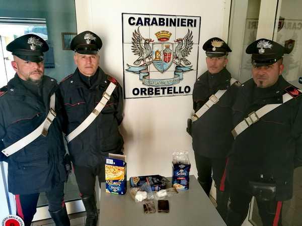 Nascondono la droga in confezioni di riso: arrestate due persone
