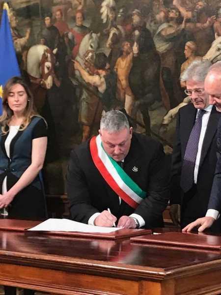 """Il Bando periferie è realtà, il sindaco firma davanti a Gentiloni: """"Giornata storica per Grosseto"""""""