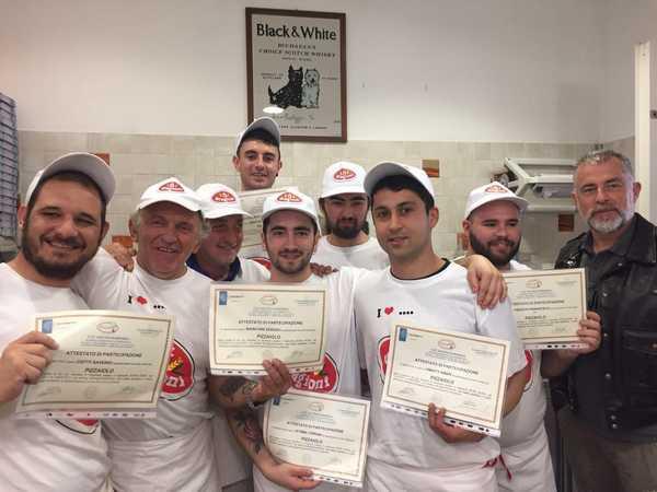 Confcommercio sforna 7 nuovi pizzaioli e lancia il corso per aprire un bar o un ristorante