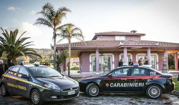 Blitz all'alba di Finanza e Carabinieri: sequestrati beni acquistati con il bottino di furti