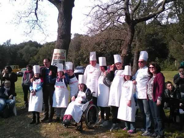 """Festa finale per """"Fare food"""": i partecipanti si trasformano in cuochi e ricevono gli attestati"""