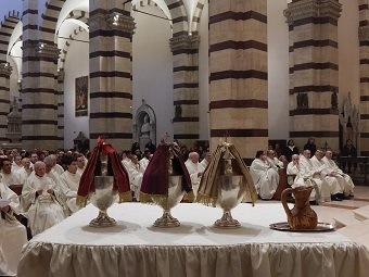 Mercoledì santo, messa crismale in cattedrale: il vescovo benedice gli olii