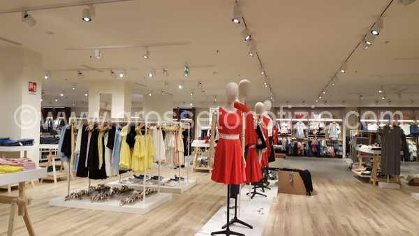 Tiche Lab sbarca in città: assunti 21 grossetani, 1600 metri quadri di abiti alla moda e sconti per l'inaugurazione