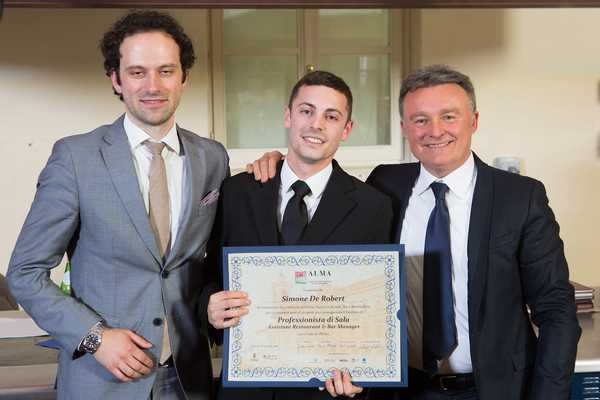 Corso superiore di sala: il maremmano Simone De Robert riceve il titolo di professionista