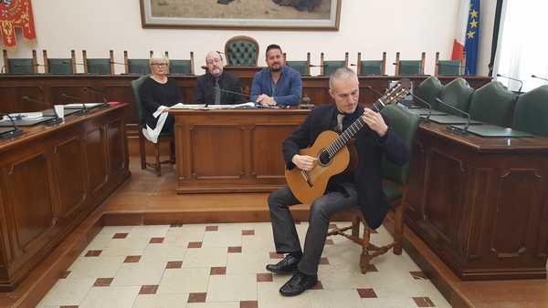 Mediterranea: il tour mondiale di tre musicisti maremmani approda a Grosseto