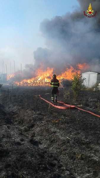 Nuovi incendi in Maremma: fiamme a Barbaruta, Paganico e Braccagni