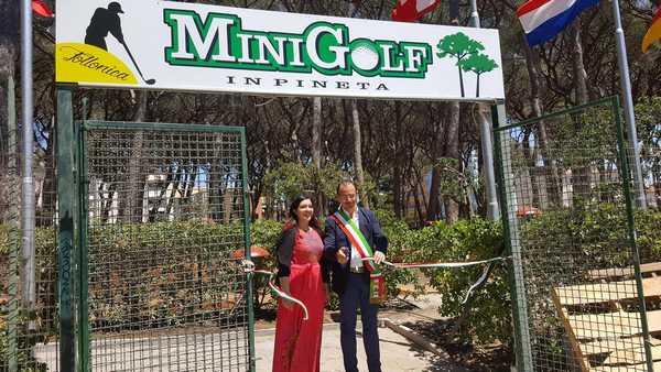 Rinasce il minigolf nella pineta di Ponente: 19 buche e un ristorante nella nuova struttura