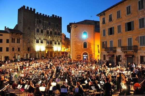 """Photo of """"Studenti all'opera"""": ingresso gratuito a Lirica in Piazza per gli alunni"""