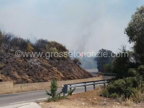 Brucia anche Castiglione della Pescaia: fiamme in tre differenti punti